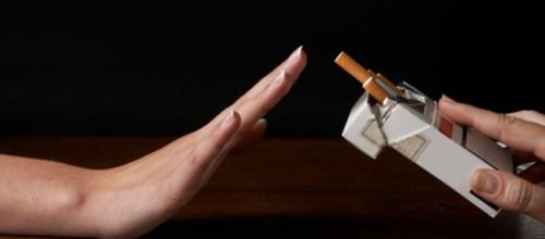 Förbjud all tobaksreklm, menar debattörerna
